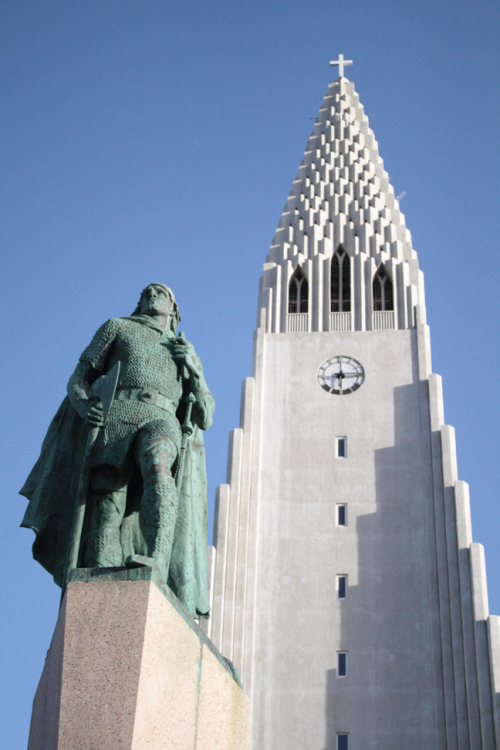 Leif Ericsson and Hallgrimmskirkja